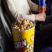 Découvrez nos différents formats de pots à pop-corn ! 🍿 . . . #foodbazar #popcorn #cinema #emballage #emballagealimentaire #pots #potapopcorn