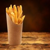 Les gobelets à frites sont disponibles en plusieurs formats sur le site FoodBazar! Pour les petits et les gros mangeurs... 🍟 . . . #emballage #emballagealimentaire #foodbazar #venteaemporter #frites #gobelet #cornetàfrites #restaurant #fastfood #snack